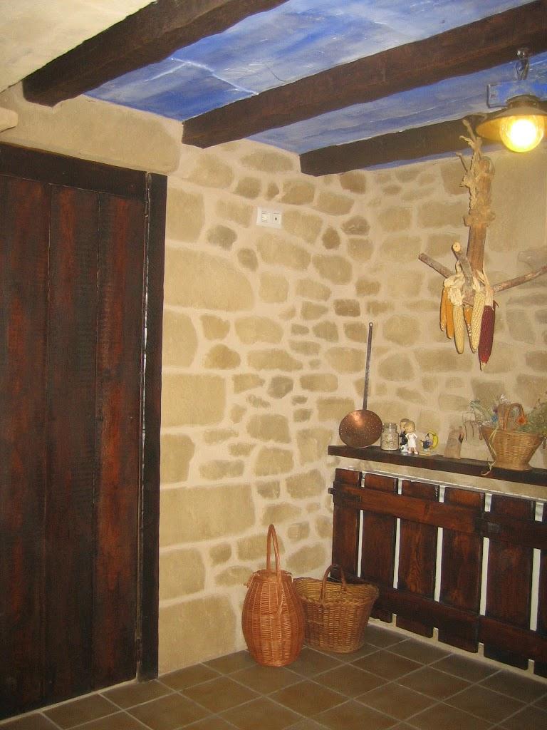 Tematizaci n bodegas decoraci n con mortero for Decoracion en madera para pared