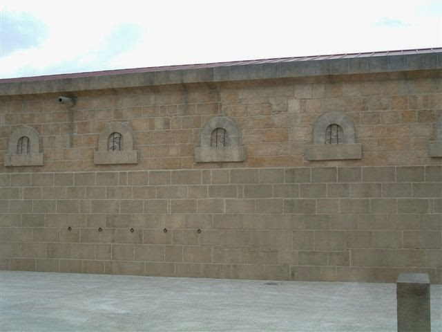 tematizacion de piedra en muro