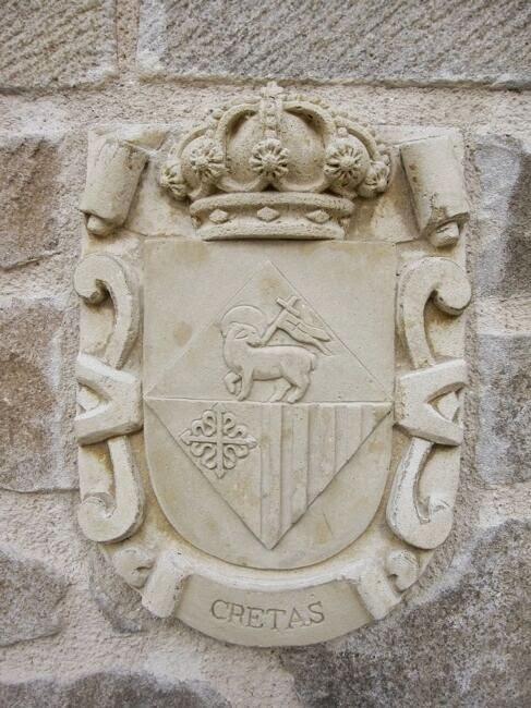 Escudo con el emblema de la localidad