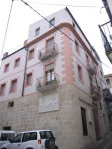 fachada modernista con mortero ESTone.tex