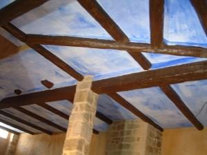 bóveda con maderos de imitación madera