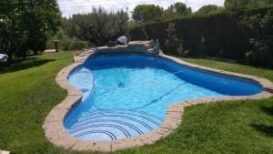 Realización de piedra articial en piscina