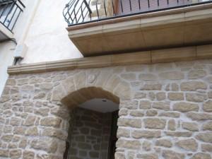 fachada tematizada y con cubrecables