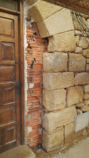Rehabilitaci n en fachada de piedra natural estecha - Fachada de piedra natural ...