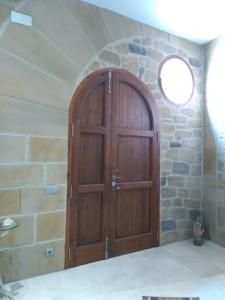 Revestimiento de paredes en entrada vivienda Estecha