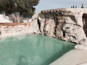 Acabado de la cascada en piscina particular