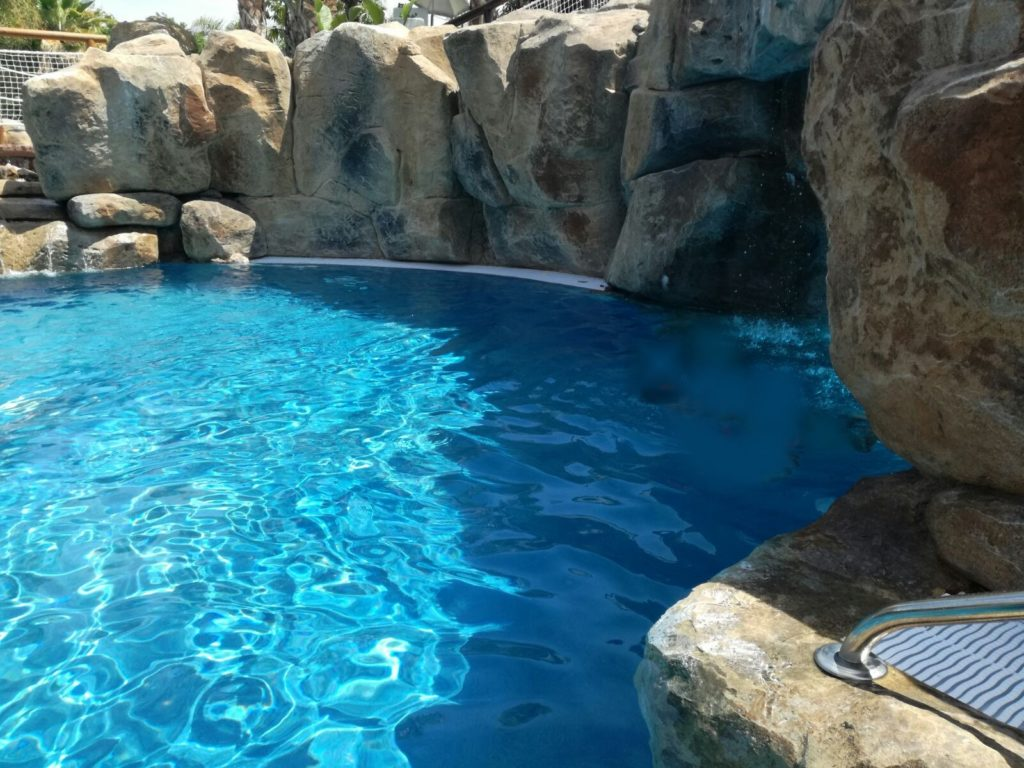 Tematización con mortero de rocas para piscinas y lagos