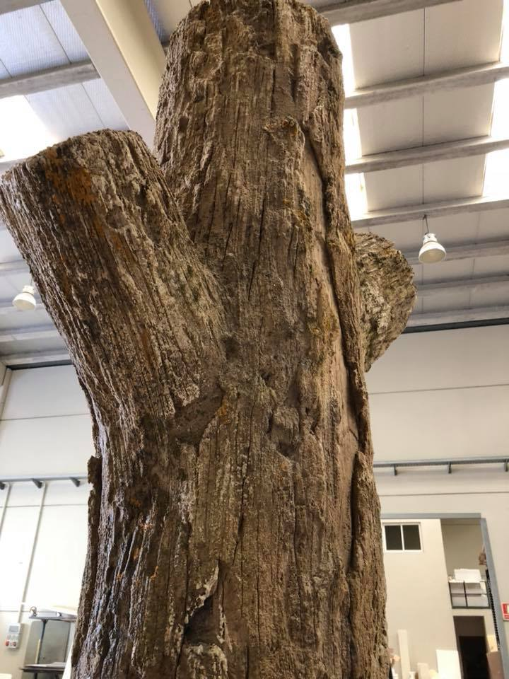 Reproducción con mortero temático de un tronco de árbol